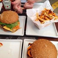 รูปภาพถ่ายที่ Paulista Burger โดย Eziquio L. เมื่อ 11/2/2013