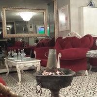 Foto tomada en Ali Baba Restaurant & Nargile por Evrim C. el 2/26/2015