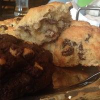 Foto tomada en Levain Bakery por Christine P. el 7/19/2014