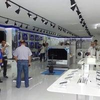 รูปภาพถ่ายที่ Çağdaş Holding Samsung Digital Plaza โดย Hakan E. เมื่อ 6/15/2013