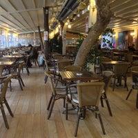 Foto tirada no(a) ALIR Cafe | Restaurant por Ali A. em 2/11/2013
