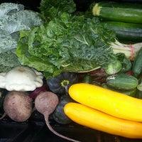 Снимок сделан в Urban Harvest Farmers Market пользователем Geri D. 6/15/2013