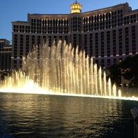 Foto scattata a Fountains of Bellagio da Haidz M. il 6/13/2013