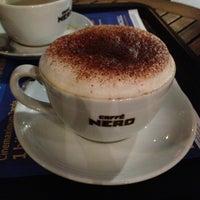 Das Foto wurde bei Caffè Nero von Umut Y. am 12/31/2012 aufgenommen