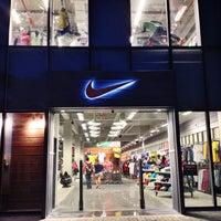 Foto tirada no(a) Nike Factory Store por Bruno F. em 4  ... 881c670750b50