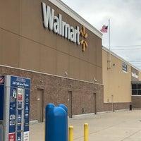 รูปภาพถ่ายที่ Walmart Supercenter โดย Sergio E. เมื่อ 8/4/2018
