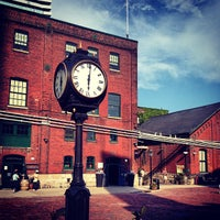 Photo prise au The Distillery Historic District par Aaron J. le5/31/2013