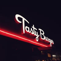 Photo prise au Tasty Burger par Matt K. le7/4/2013