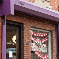Foto tomada en By Brooklyn por By Brooklyn el 9/25/2013