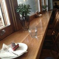 2/15/2013 tarihinde Chocolate D.ziyaretçi tarafından Lantana Cafe'de çekilen fotoğraf