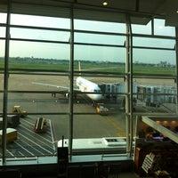 Photo prise au Tan Son Nhat International Airport par Nat R. le5/26/2013