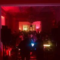 Ночной клуб радуга москва как танцевать в ночном клубе девушке