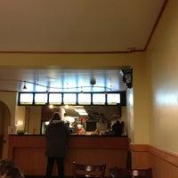 2/26/2013 tarihinde Paul C.ziyaretçi tarafından E-Yuan Chinese Cuisine'de çekilen fotoğraf