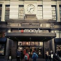 รูปภาพถ่ายที่ Macy's โดย Ahmed O. เมื่อ 2/22/2013