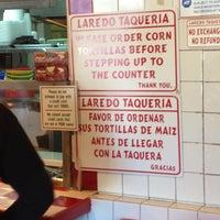 Foto tirada no(a) Laredo Taqueria por Ricky F. em 3/2/2013