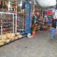Foto tirada no(a) Mercado Artesanal de Tepoztlán por Patricia M. em 5/25/2013