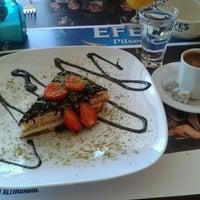 Foto diambil di Chevita Cafe & Bar oleh Selvinaz T. pada 4/25/2013