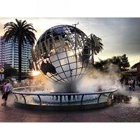 3/26/2013 tarihinde Ramil Victor A.ziyaretçi tarafından Universal Studios Hollywood Globe and Fountain'de çekilen fotoğraf