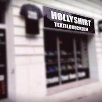 Das Foto wurde bei HollyShirt Textildruckerei von HollyShirt Textildruckerei am 3/26/2015 aufgenommen