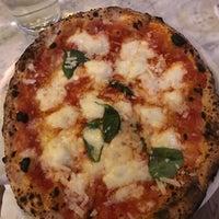 Foto diambil di Sorbillo Pizzeria oleh Marissa C. pada 1/18/2018