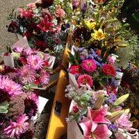 Photo prise au Portland Farmer's Market at PSU par Nicole M. le7/20/2013