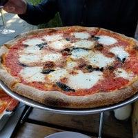 รูปภาพถ่ายที่ 1943 Pizza Bar โดย Linds เมื่อ 9/29/2018