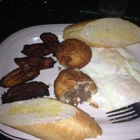 รูปภาพถ่ายที่ Florida Cafe Cuban Bar & Grill โดย Paulina M. เมื่อ 4/29/2013