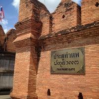 Foto scattata a Tha Phae Gate da Desmond K. il 5/31/2013