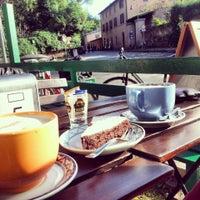 Foto scattata a Appia Antica Caffe da Abbey C. il 2/9/2014