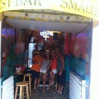 Foto tomada en Smallest Bar por Captain Nick's el 2/22/2013