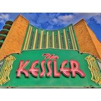 รูปภาพถ่ายที่ The Kessler Theater โดย Enrico D. เมื่อ 6/24/2014