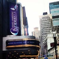 Foto tirada no(a) Cinderella on Broadway por Emily M. em 2/20/2013