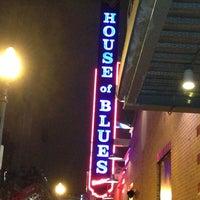 12/27/2012 tarihinde Nadinaziyaretçi tarafından House of Blues'de çekilen fotoğraf
