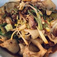 10/1/2012 tarihinde Darwin D.ziyaretçi tarafından Xi'an Famous Foods'de çekilen fotoğraf