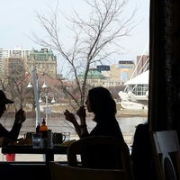 4/26/2014에 Pierre T.님이 Promenade Cafe and Wine에서 찍은 사진