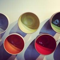 10/8/2012 tarihinde Jared Z.ziyaretçi tarafından Heath Ceramics'de çekilen fotoğraf