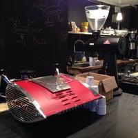 Foto tomada en MacIntyre Coffee por YingMing Z. el 11/12/2013