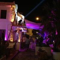 รูปภาพถ่ายที่ Mojito Lounge & Club โดย Eray K. เมื่อ 7/20/2013