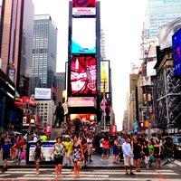 Foto scattata a Times Square da Gabriella H. il 7/9/2013