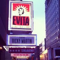 Foto tirada no(a) Marquis Theatre por Adriana M. em 5/5/2012