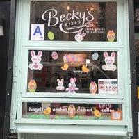 Foto tirada no(a) Becky's Bites NYC por Elyssa H. em 5/13/2018