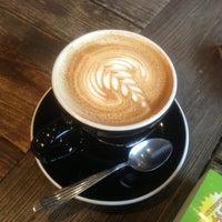 Foto scattata a Toby's Estate Coffee da Seonmi J. il 2/24/2013