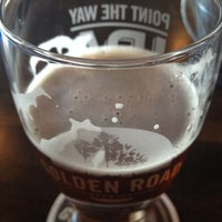 รูปภาพถ่ายที่ Golden Road Brewing โดย Gabe R. เมื่อ 11/24/2012