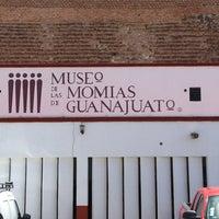 Foto tomada en Museo de las Momias de Guanajuato por Paola M. el 7/27/2013