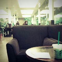 Foto scattata a Starbucks da Amanda N. il 2/25/2013