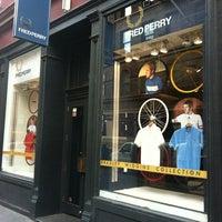 6a8f66b25a ... Foto tirada no(a) Fred Perry Authentic Shop por J-y N. em 4 ...