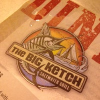 Foto tirada no(a) The Big Ketch Saltwater Grill por Kyle L. em 7/10/2013