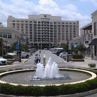Foto tomada en North Hills Shopping Center por North H. el 5/21/2013