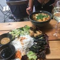 Das Foto wurde bei Hum vegan cuisine von Miranda L. am 7/30/2018 aufgenommen