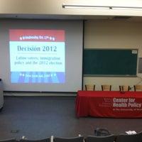 รูปภาพถ่ายที่ Dane Smith Hall โดย Rafael M. เมื่อ 10/17/2012